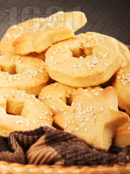 Бързи и лесни златисти дребни соленки със сирене крема и сусам (без масло, с маргарин) - снимка на рецептата